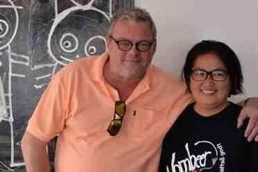 Poul Pava sammen med ejeren af Cafe Corner Marianne Vinding