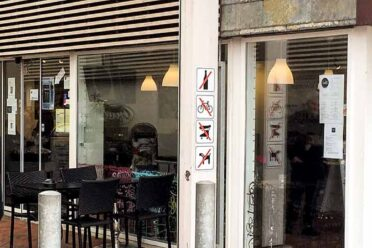 Facaden af Cafe Corner i Dianalund Centret